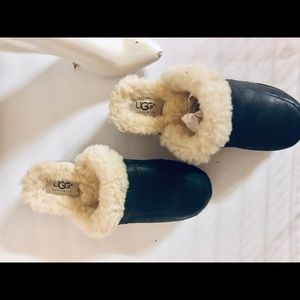 Ugg Navy Leather with sheepskin clogs size 7
